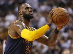 LeBron James, 32 anni. Ap