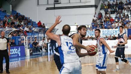 Stefano Mancinelli, 34 anni, con 17 punti trascina la Fortitudo ai quarti CIAM