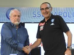 A sinistra, Aurelio De Laurentiis, 67 anni, e Maurizio Sarri, 58. Ansa