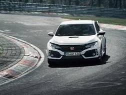 La Honda Civic Type R in azione al Nurburgring