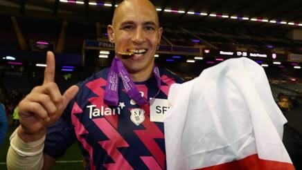 Sergio Parisse con la medaglia e il tricolore. Getty Images
