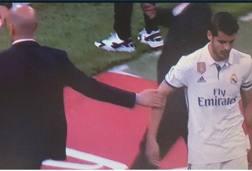 La mancata stretta di mano tra Alvaro Morata e Zinedine Zidane