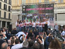 Le giocatrici di Novara festeggiate in piazza Martiri