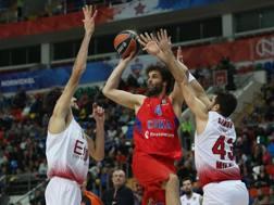 Milos Teodosic in azione contro Milano. Getty