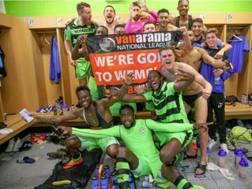 Il  Forest Green Rovers festeggia la promozione. forestgreenroversfc.com