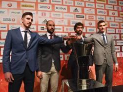 I capitani De Colo, Spanoulis, Llull e Bogdanovic in posa con la coppa. Afp