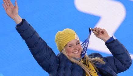 Anna Holmlund con la medaglia di bronzo ai Giochi. Afp