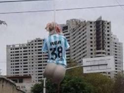 Il manichino impiccato con la maglia del Racing de Avellaneda