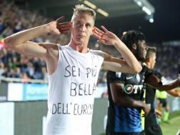 Andrea Conti esulta per il suo gol segnato al Milan.