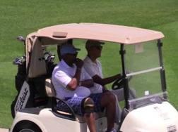 Obama guida la golf cart a Montalcino