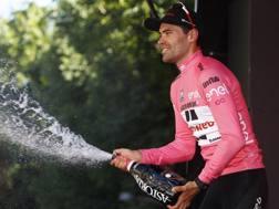 Tom Dumoulin, 26 anni. in maglia rosa. Bettini