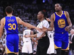 Steph Curry e Kevin Durant in gara -3 contro gli Spurs.