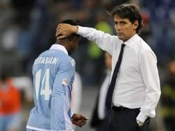 Simone Inzaghi rincuora Keita dopo l'espulsione contro l'Inter. Getty Images