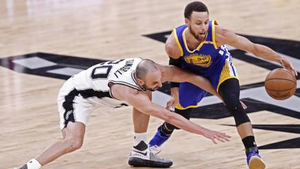 Manu Ginobili e Steph Curry. Ansa