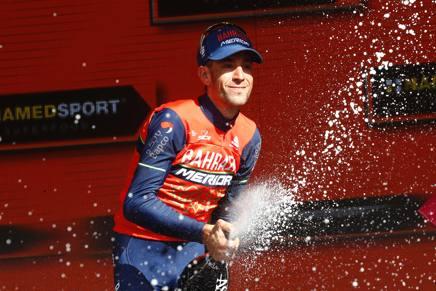 L'esultanza di Nibali sul podio di Bormio. Afp