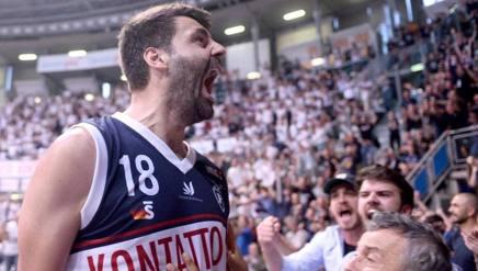 L'urlo di Gandini (Fortitudo) dopo la conquista delle semifinali