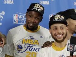 Steph Curry e Kevin Durant. Afp