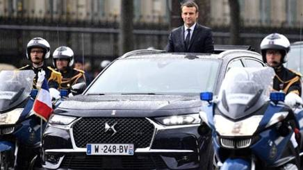 Il presidente francese Macron all'insediamento