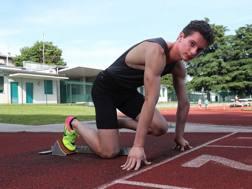 Filippo Tortu, 18 anni, mima una partenza al campo di Giussano COLOMBO