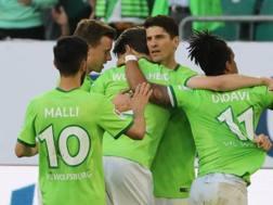 Mario Gomez festeggia dopo il gol dell'1-0. EPA