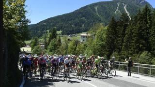Un'immagine della 18ª tappa del Giro. Lapresse