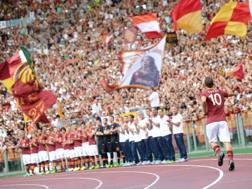 Francesco Totti, sotto la Curva Sud. Ansa
