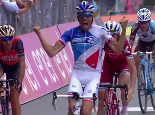 "Giro pazzo, quattro in 53""! Pinot vince ad Asiago Nairo rosa, 39"" su Nibali"