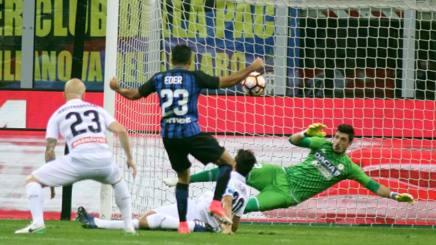 Il primo gol nerazzurro, firmato da Eder. LaPresse