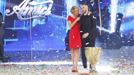 Maria De Filippi con Andrea Muller, il vincitore. Ansa