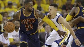 LeBron contro Curry nelle Finals 2016. Ap