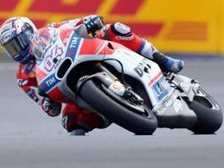 Andrea Dovizioso in azione su Ducati. Epa