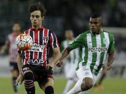 Rodrigo Caio, a sinistra, in azione. Ap