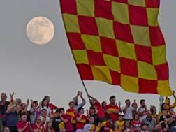 La festa dei tifosi del Benevento al Vigorito. Ansa