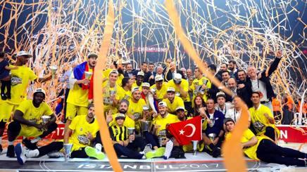 La festa del Fenerbahçe campione. Getty