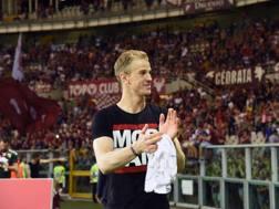 Joe Hart, 30 anni, saluta i tifosi del Torion all'ultima giornata, sapendo che sarebbe tornato per fine prestito al Manchester City. Getty Images