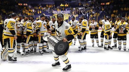 Trevor Daley dà il via alla festa Penguins a Nashville. Afp