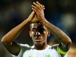Luiz Gustavo, 29 anni, in scadenza nel 2018 con il Wolfsburg. Reuters