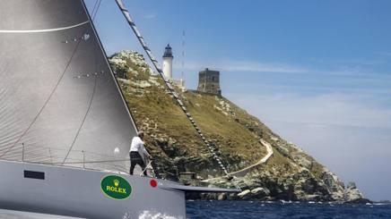 Il passaggio dello scoglio della Giraglia che dà il nome alla regata