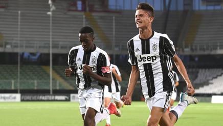 L'esultanza di Poppa, autore del primo gol nella finale scudetto Under 15 Juventus-Inter. LaPresse