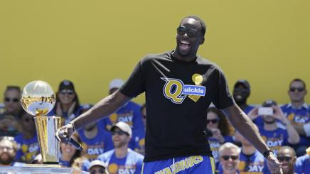 Draymond Green  protagonista alla parade Warriors. Ap