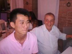 Antonio Caliendo e il giovane cinese. Dalla Gazzetta di Modena