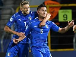 Berardi festeggia Pellegrini, che ha sbloccato la gara con la Danimarca con un gran gol in rovesciata. Afp