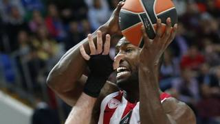 Patric Young in maglia Olympiacos Pireo. Epa