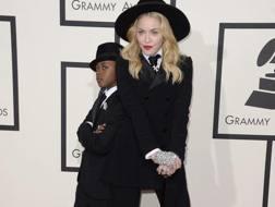 La popstar Madonna col figlio adottivo David Banda. Ansa