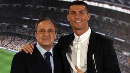 Da sinistra, Florentino Pérez, 70 anni, e Cristiano Ronaldo, 32. Afp