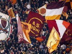 I tifosi della Roma nella curva Sud dello stadio