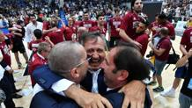 L'esultanza di patron Brugnaro dopo la vittoria in gara-6 CIAMILLO