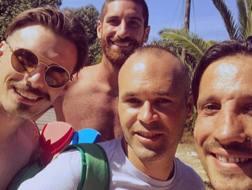 Cremonesi, Gasparetto e Del Grosso assieme a Iniesta. Instagram