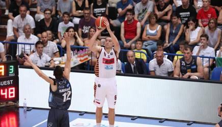Michael Bramos al tiro in gara-6 della finale scudetto. Ciam/Cast