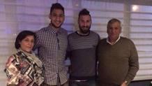 La famiglia Donnarumma: da sinistra, mamma Maria,Gianluigi, Antonio e papà Alfonso